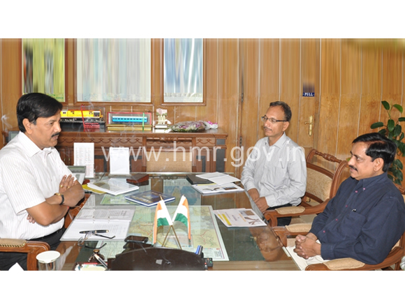 GM, SCR Mr. P K Srivastava and MD, HMR Mr. NVS Reddy discussing HMR project issues, dt:22.09.2014