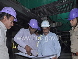 MD, HMR inspects Metro Rail works in Hitec city stretch