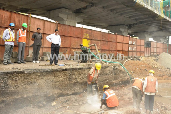 MD, HMR Mr. NVS Reddy inspecting Metro works at Moosapet on 14.04.2015